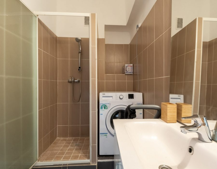 salle de bain studio rénové